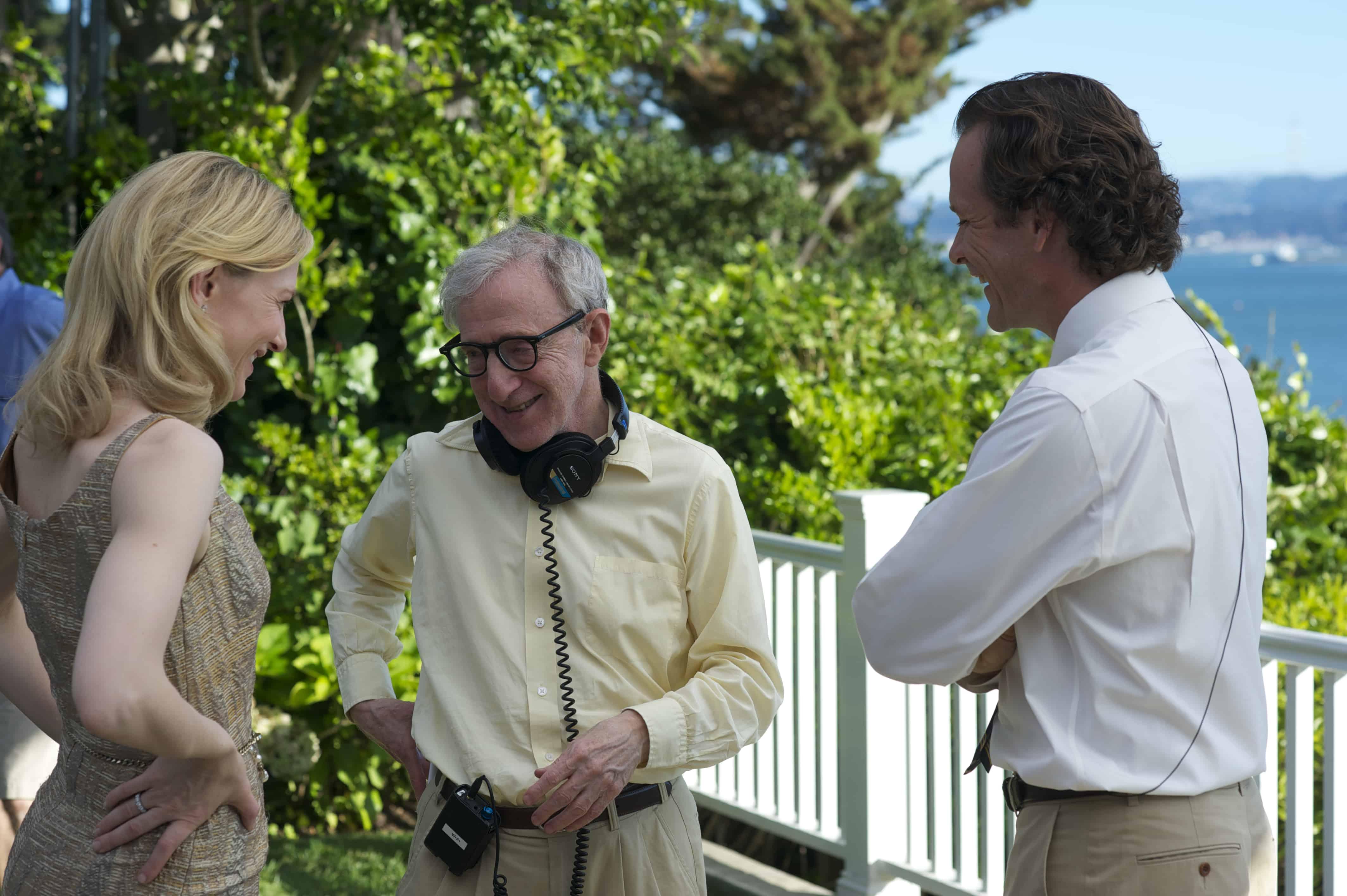 Woody Allen sammen med Cate Blanchett og Peter Sarsgaard under optagelserne til Blue Jasmine. Foto: Scanbox