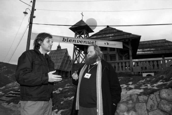Emir Kusturica viser mig rundt i sin landsby, Küstendorf. Foto: Zoran Kovacevic